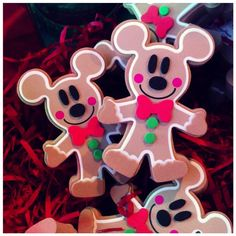 Gingerbread Mickey Disney antenna toppers I want one of these! Disney Christmas Crafts, Disney World Christmas, Diy Felt Christmas Tree, Mickey Mouse Christmas, Disney Crafts, Christmas Love, Christmas Holidays, Christmas Decorations, Christmas Ornaments