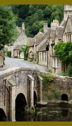The Prettiest Village In England - Travel Daisy castle Combe in Cotswolds, England Vacation Places, Places To Travel, Places To See, Places Around The World, Travel Around The World, Around The Worlds, Wonderful Places, Beautiful Places, Cotswold Villages