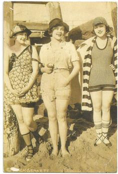 vintage everyday: Vintage Bathing Beauties Belles from Late Century to - Marie Prevost far right Vintage Bathing Suits, Vintage Swim, Mode Vintage, Vintage Bikini, Vintage Photographs, Vintage Photos, Belle Epoque, Vintage Outfits, Vintage Fashion