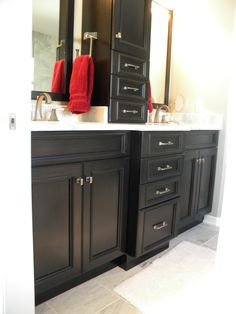 Holiday kitchens cabinets in a knight finish with lincoln door style