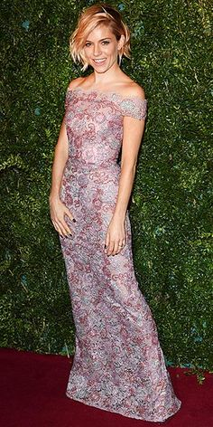 At the 60th London Evening Standard Theatre Awards, Sienna (who recently switched up her hair) lets her romantic off-the-shoulder Burberry gown and tousled wavy bob take center stage, finishing the look with minimal makeup and accessories.
