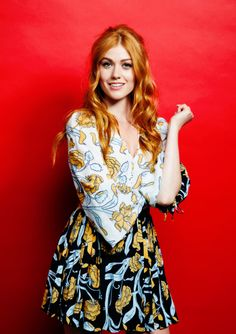 Health Hair Care Advice To Help You With Your Hair. Do you feel like you have had way too many days where your hair goes bad? Katherine Mcnamara, Medium Hair Styles, Curly Hair Styles, Clary And Jace, Clary Fray, Redhead Girl, Beautiful Redhead, Pretty Eyes, Cool Hairstyles