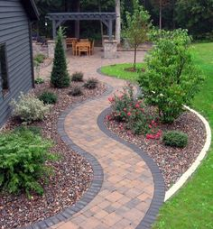 Getting a backyard landscape design will solely depend on the extent of your budget and your tastes too. In backyard landscape design, one must put into consideration the use they will put it into. Diy Garden, Garden Paths, Front Garden Path, Walkway Garden, Gravel Garden, Garden Borders, Garden Trellis, Wooden Garden, Garden Structures