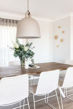 75 How To Bring Back The Classic And Relaxe Style Of Dining Room Design 8 - dougryanhomes Living Room Chairs, Dining Chairs, Dining Table, Outdoor Dining, Dining Room Design, Interior Design Living Room, Küchen Design, House Design, Farmhouse Table Chairs