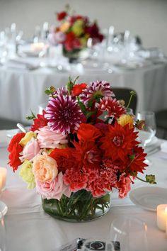 centro de mesa en tonos rojos