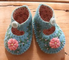 Felted baby shoes