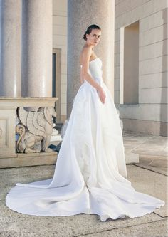 Wonderful wedding dress with extravagant skirt of tulle and beautiful Train of Giuseppe Papini