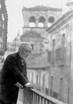 Miguel de Unamuno: un moderno en la Generación del 98. | The Art ... Don Miguel, British Country, Ap Spanish, Writers And Poets, World Of Books, Ex Libris, I Icon, Great Friends, Book Authors