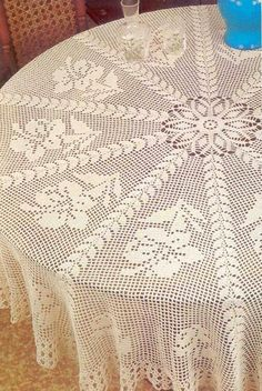Giant hibiscus tablecoth, free crochet patterns Crochet Designs For Tablecloth From crocheted wall hangings to crochet table runners,. Crochet Tablecloth Pattern, Crochet Bedspread, Crochet Doilies, Vintage Crochet Patterns, Doily Patterns, Crochet Designs, Crochet Round, Crochet Home, Mantel Redondo