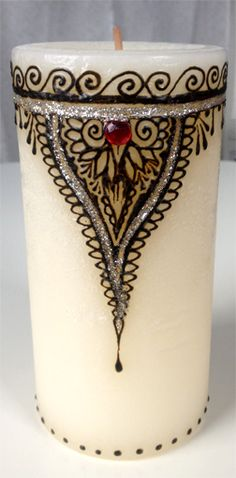 Henna decorated candle Candle Art, Candle Stand, Candle Holders, Henna Doodle, Henna Art, Best Candles, Diy Candles, Ramadan, Henna Candles