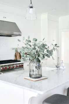 Farmhouse Kitchen Decor Ideas: Great Home Improvement Tips You Should Know! You need to have some knowledge of what to look for and expect from a home improvement job. Home Decor Vases, Cheap Home Decor, Tall Vase Decor, Home Interior, Interior Decorating, Interior Design, Interior Modern, Interior Livingroom, Interior Paint