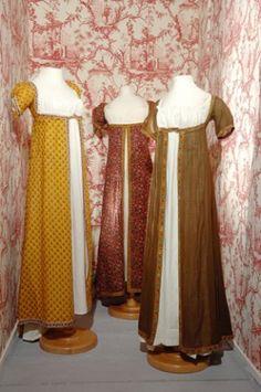 Robes Empire en coton imprimé à la manufacture de Jouy ayant appartenu aux filles d'Oberkampf, début du XIXe siècle