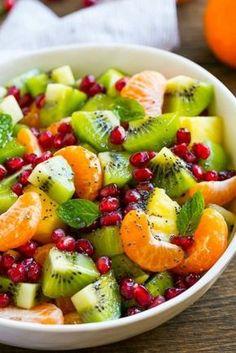 ensalada de verano con frutas y menta, chia y granada