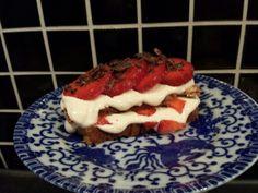 Lchf bakelse med kvarg, kardemummakaka och jordgubbar