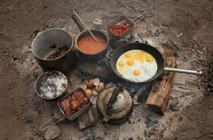 Do you go camping? We can all agree that camping is one of life's perks. Because people eat, camping food storage and preparation come in handy. Camping Glamping, Camping Meals, Camping Hacks, Camping Cooking, Cooking Tips, Fire Cooking, Camping Style, Real Cooking, Camping Gadgets