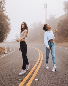 Olivia Rouyre and Emma Chamberlain Cute Friend Pictures, Best Friend Pictures, Bff Pics, Best Friend Photography, Emma Chamberlain, Insta Photo Ideas, Cute Friends, Best Friend Goals, Best Friends Forever