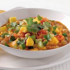 Recept - Indiase curry met kikkererwten en mango - Allerhande (P) . Use zucchini, cucumber can get bitter by cooking. Unless you actually like that better, of course. Veggie Recipes, Indian Food Recipes, Asian Recipes, Vegetarian Recipes, Dinner Recipes, Healthy Recipes, Easy Diner, Low Carp, Healthy Diners