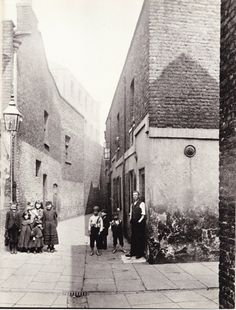 White Hind Alley, Bankside, Southwark, London, The area of London which… Victorian History, Victorian Life, Victorian London, Vintage London, Old London, South London, London Pictures, London Photos, Old Pictures