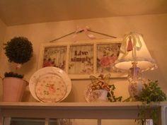 """Mo's Cottage"": Shabby Chic Window"