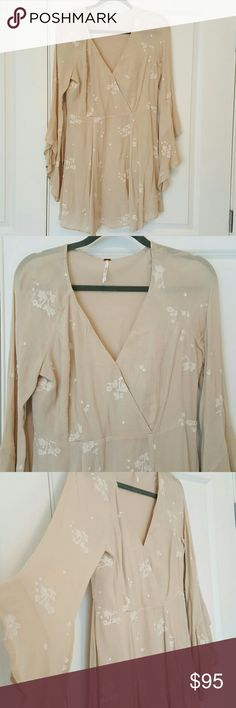 Free People Embroidered bell sleeves dress Gorgeous! Hidden side zipper V neck, wrap style neckline Beautiful flutter bell sleeves Free People Dresses Mini