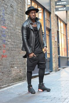 Wearing black jersey shorts over leggings, black trainers, slouchy black t-shirt, black fedora and a black leather jacket Men's Leather Jacket, Men's Jacket, Leather Jackets, Tennis Fashion, Looks Black, Black Fedora, Outfits With Hats, Jordan Outfits, Hats For Men