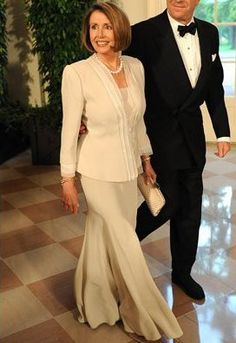 Nancy Pelosi, in a glamorous Armani suit—must have been before the break-up. Nancy Pelosi Young, Christina Hendricks Bikini, Armani Suits, Older Beauty, Power Dressing, Signature Look, Badass Women, Sexy Older Women, Beautiful Celebrities