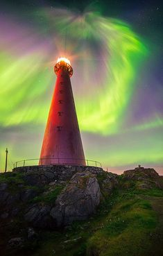 Beautiful Aurora overshadowed the lighthouse in Norway Aurora Borealis, Beautiful Sky, Beautiful Places, Beautiful Norway, Aurora Norway, Northern Lights Norway, Lighthouse Pictures, Wonders Of The World, Scenery