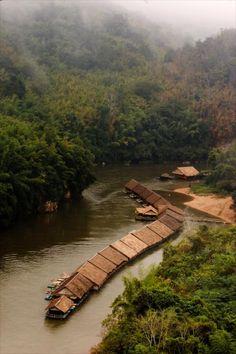 บรรยากาศอย่างนี้มีที่ River Kwai Jungle Rafts  This is Jungle Rafts