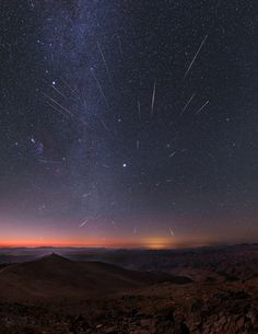 Geminid Meteors over Chile Image Credit & Copyright: Yuri Beletsky (Las Campanas Observatory, Carnegie Institution) Eclipse Video, Universe Drawing, Cosmos, Nebula Wallpaper, The Sky Is Falling, Chile, Astronomy Pictures, Space And Astronomy, Nature