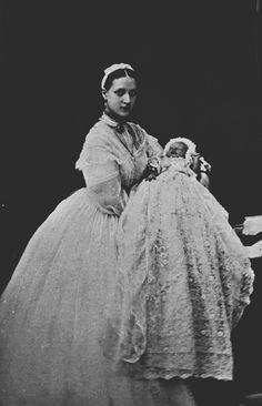 Princess Alexandra and second son Prince George Frederick Ernest Albert (later King George V) - born 1865 Queen Victoria Family, Victoria Reign, Queen Victoria Prince Albert, Victoria And Albert, Princess Victoria, Historical Women, Historical Photos, Alexandra Of Denmark, Victorian Dresses