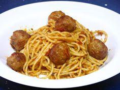 Espaguetis con Albóndigas y Pesto Rojo