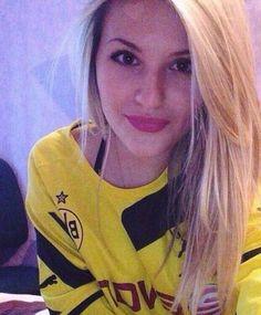 Borussia Dortmund girl fan