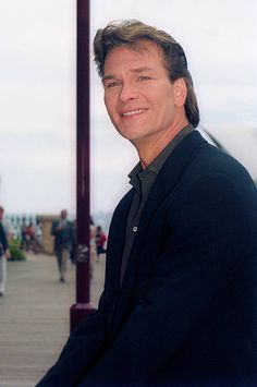 American actor Patrick Swayze attends a press conference to promote his new film 'To Wong Foo Thanks for Everything, Julie Newmar' on January 1996 in Sydney, Australia. Get premium, high resolution news photos at Getty Images The Outsiders Cast, To Wong Foo, Patrick Wayne, Julie Newmar, Alain Delon, Dirty Dancing, Retro Aesthetic, American Actors, Houston
