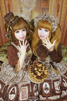 Lolita Fashion // Coordinate outfit inspiration // Angelic Pretty Musee du Chocolat // chocolate bears ribbon blouse sweets
