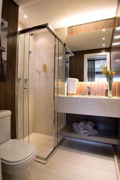 Veja aqui mais de 50 fotos de banheiros inspiradores, com um design arrojado e moderno. Encontre os mais variados modelos de box para banheiro. Mais