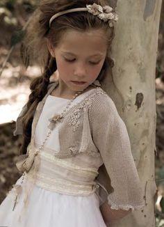 V estidos de Primera Comunión      Como ya es tiempo de empezar a pensar en comprar el vestidopara tu hijo si tiene que hacer la primera ...