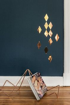 Hash magazine rack and copper diamond wall confetti over Ohhh Mhhh - DY Home Decoration Diamond Wall, Interior And Exterior, Interior Design, Interior Decorating, Deco Design, Blue Walls, Wow Products, Wall Colors, Colours