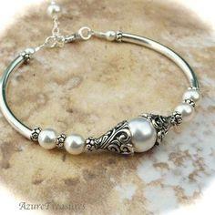 Bali Ivory Pearl #bracelet just so classy Pearl Jewelry, Wire Jewelry, Jewelry Crafts, Beaded Jewelry, Jewelry Box, Jewelry Bracelets, Jewelry Accessories, Handmade Jewelry, Jewelry Design