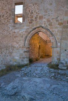 Los 5 pueblos más antiguos de España, para una escapada única. Spain, Old Bridges, Rammed Earth, Vernacular Architecture, Medieval Town, Bon Voyage, Sevilla Spain, Spanish