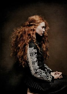 Love her hair, a part of me has always wanted to be a redhead : )
