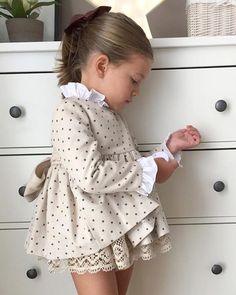 Moda Infantil Made In Spain: Recordamos esta preciosidad de ,ya con nueva colección Beautiful 🌹🌹❤❤ Baby Dress Design, Baby Girl Dress Patterns, Little Girl Outfits, Little Girl Fashion, Little Girl Dresses, Toddler Fashion, Kids Fashion, Fashion Wear, Winter Fashion
