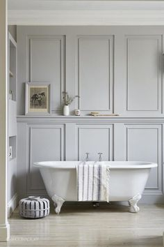 Wall Paneling Home Depot Industrial Chic Style With Beautiful Architectural Details White Painted Exposed Brick And Wood Panelling Waterproof - Wood Wall Planks Bathroom Paneling Wooden Master Bathtub Ideas, Master Bathroom, Shower Bathroom, Glass Shower, Bathroom Vanities, Shower Doors, Bad Inspiration, Bathroom Inspiration, Bathroom Ideas