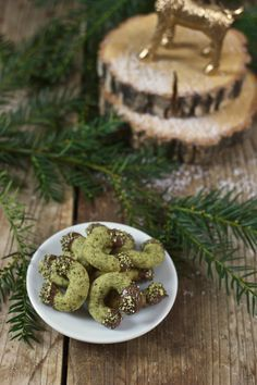 Recipe from Kürbiskernkipferl – A delicious pumpkin seed kipferl should not be missed with Christmas cookies. Pumpkin Seed Biscuits – Traditional Austrian Christmas Cookies – Delicious pumpkin seed cookies as. Italian Cookie Recipes, Delicious Cookie Recipes, Yummy Food, Recipe Tasty, Italian Desserts, Christmas Biscuits, Christmas Baking, Seed Cookies, Pumpkin Sugar Cookies