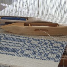 """""""Summer and winter"""" weaving pattern - colonial blue used here for the pattern weft."""