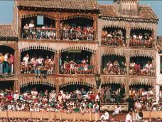 Fiestas de Nuestra Señora y San Roque - Peñafiel. Balcones del Coso.