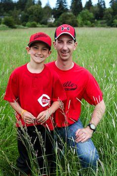 Father/Son baseball pose www.hoylephotography.photoshelter.com