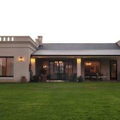 A lovely country house! Entrance Design, House Entrance, Casa Mix, Porch Gazebo, Casas Country, Rustic Patio, Safe Room, Storey Homes, Classic House