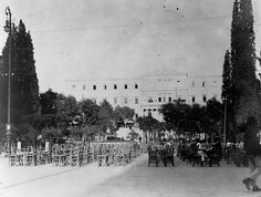 The old palace of Athens, now the headquarters of the Near East Relief Commission which here cares for [a] thousand orphans Old Photos, Vintage Photos, Athens History, Photography Articles, Athens Greece, Back In The Day, Photographic Prints, Paris Skyline, Beautiful Places