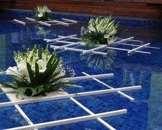 Decoração casamento cobrade na piscina