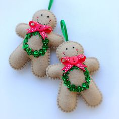 Hand stitched Felt Gingerbread Men Christmas Ornaments, feltro e pannolenci Sewn Christmas Ornaments, Felt Christmas Decorations, Christmas Sewing, Christmas Crafts, Red Christmas, Gingerbread Man Decorations, Felt Ornaments Patterns, Diy Ornaments, Beaded Ornaments